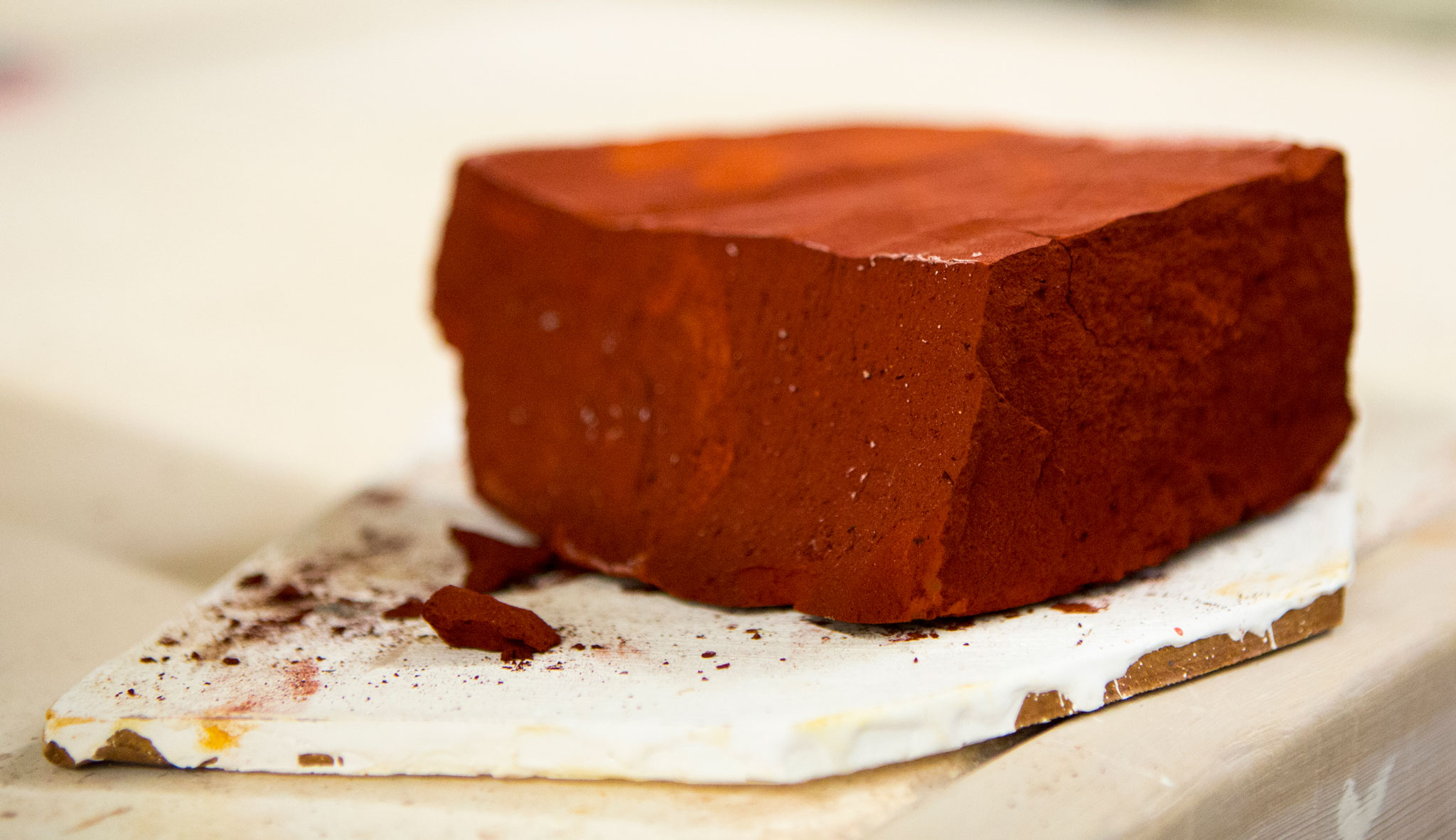 Later cake of extracted iron oxide